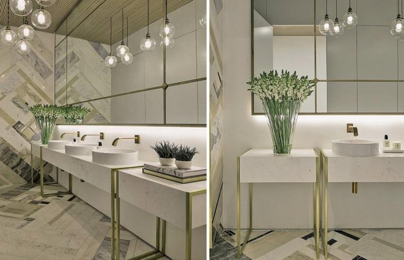 Decoração de banheiro dourado e branco