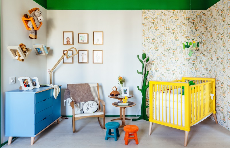 Móveis coloridos para decoração de quarto infantil