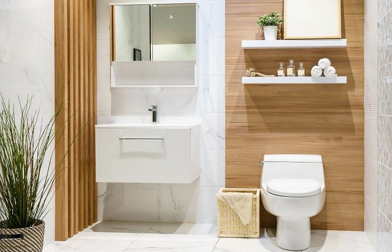 Banheiro pequeno - use prateleiras
