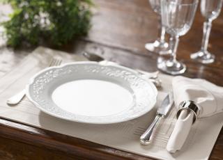 Como organizar a mesa e receber os convidados