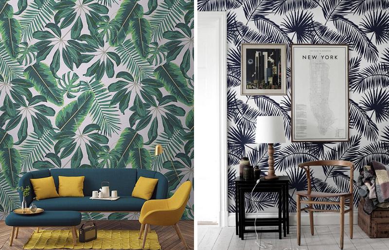 Sala com papel de parede tropical