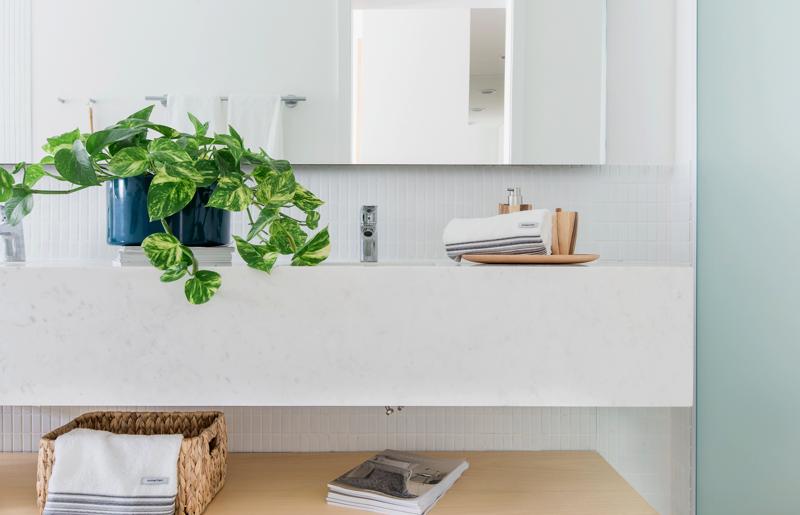 banheiro-banho-toalhas-casa-cheirosa-plantas-aroma-sticks